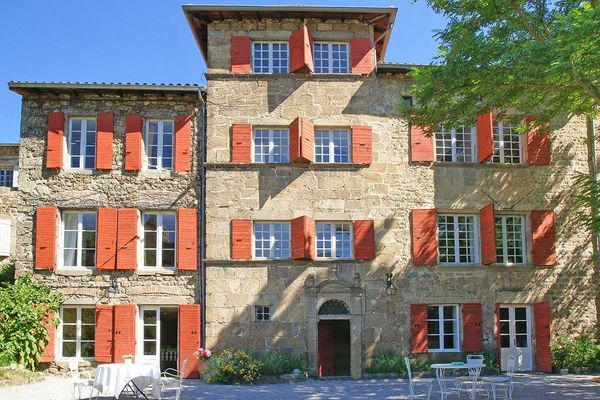 Chez Agathe 1669 (Satillieu,Ardèche), Bed & breakfast